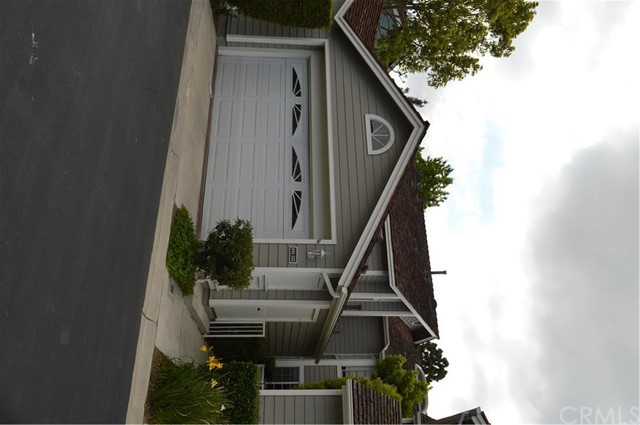 641 Wakefield Court 102 Long Beach, CA 90803 is listed for sale as MLS Listing RS16112800