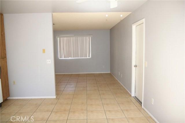 7139 Palo Alto Avenue, Yucca Valley CA: http://media.crmls.org/medias/3e4284c9-01f6-4211-aac9-60885ed526c0.jpg