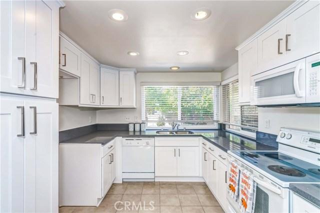 11801 La Serna Drive, Whittier CA: http://media.crmls.org/medias/3e55901b-3e04-4f47-bc81-4ae6ed793f76.jpg