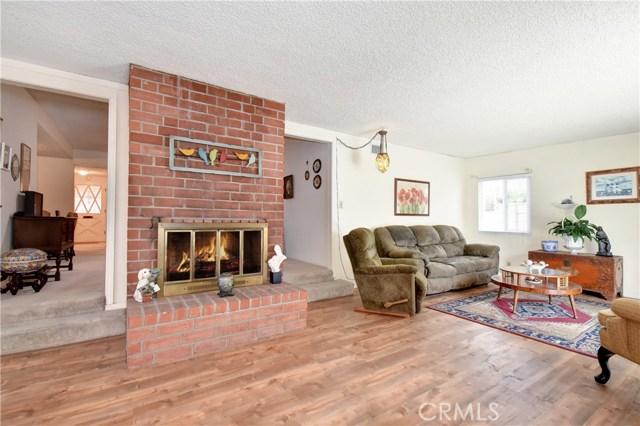 6209 Hungerford Street, Lakewood CA: http://media.crmls.org/medias/3e7adf98-c0eb-4054-8604-12ba9cec1965.jpg