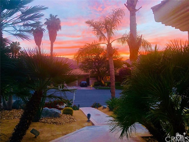 48870 View Drive, Palm Desert CA: http://media.crmls.org/medias/3ebbbdeb-87e9-4e7d-8193-65d6c157de77.jpg