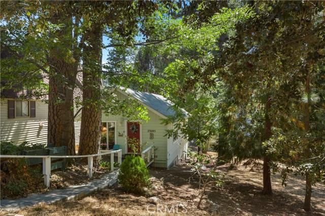 23085 Cedar Way, Crestline CA: http://media.crmls.org/medias/3ec12d85-bca1-40ac-965d-f6305e7882da.jpg