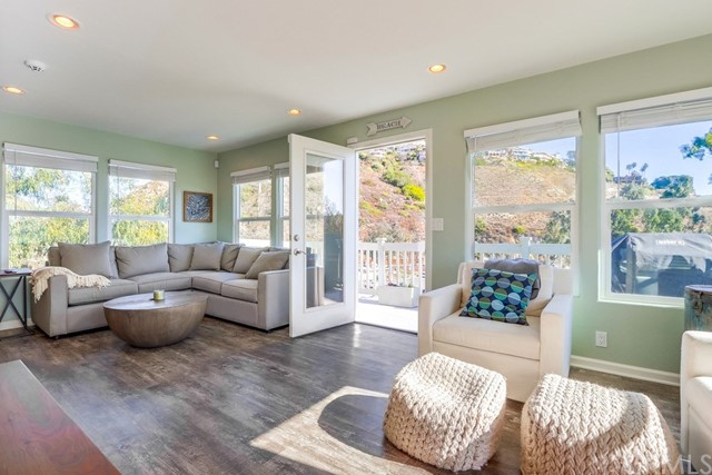 Detail Gallery Image 1 of 42 For 130 High Dr, Laguna Beach,  CA 92651 - 3 Beds | 1 Baths