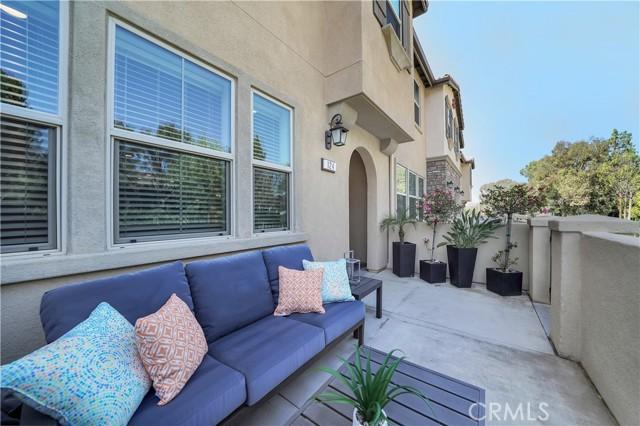 124 S Auburn Heights Lane, Anaheim Hills CA: http://media.crmls.org/medias/3ee41a89-a312-46cf-9c7c-d1d6b0ac368e.jpg