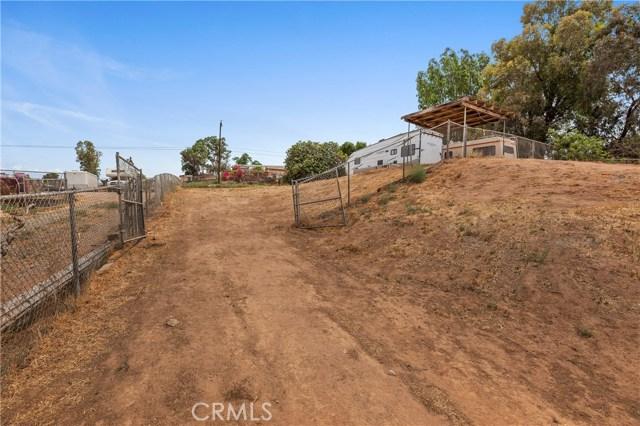 1477 Hilltop Lane, Norco CA: http://media.crmls.org/medias/3eea9223-a120-4614-b4a9-5013219e4d9f.jpg