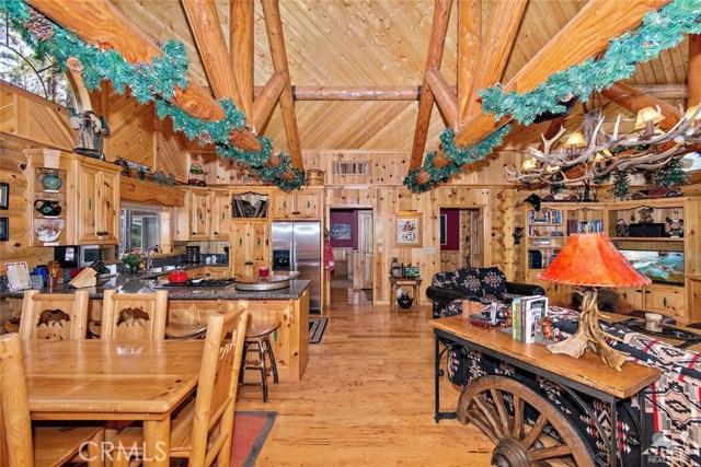 809 Oriole Drive, Big Bear CA: http://media.crmls.org/medias/3f0417a6-fd4a-4d3d-b88f-9434d07d669a.jpg