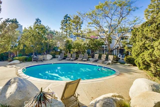 751 Schenley Bay, Costa Mesa CA: http://media.crmls.org/medias/3f0ab087-4bdd-4dc3-ae25-ade7d2f1fe43.jpg
