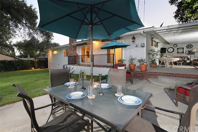 2100 N Altadena Drive, Pasadena CA: http://media.crmls.org/medias/3f3031df-f540-40e9-b67e-449605d20d40.jpg