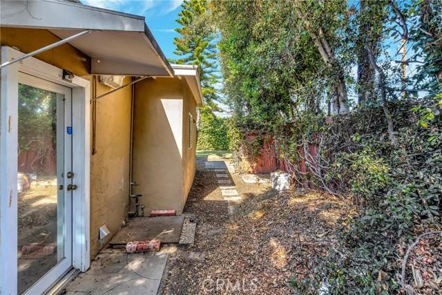 2133 Orange, Costa Mesa CA: http://media.crmls.org/medias/3f322ef0-1701-48ad-9df8-dd30804f357a.jpg