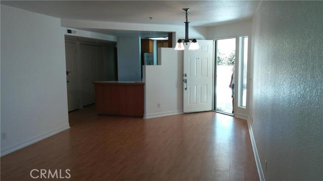 310 Lake Street, Huntington Beach CA: http://media.crmls.org/medias/3f4c7cfb-9382-41c5-8824-fcefc3919d72.jpg
