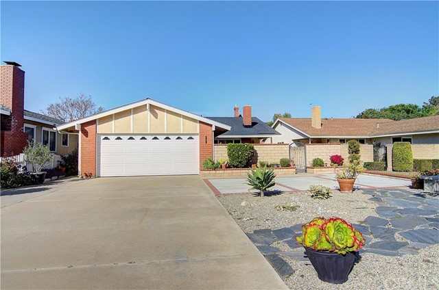 Single Family Home for Sale at 292 East 19th St 292 19th Costa Mesa, California 92627 United States
