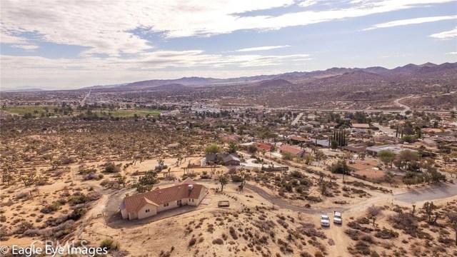 7400 Fairway Drive, Yucca Valley CA: http://media.crmls.org/medias/3f5bddb6-2a04-4a6e-8c1b-316edcc2448b.jpg