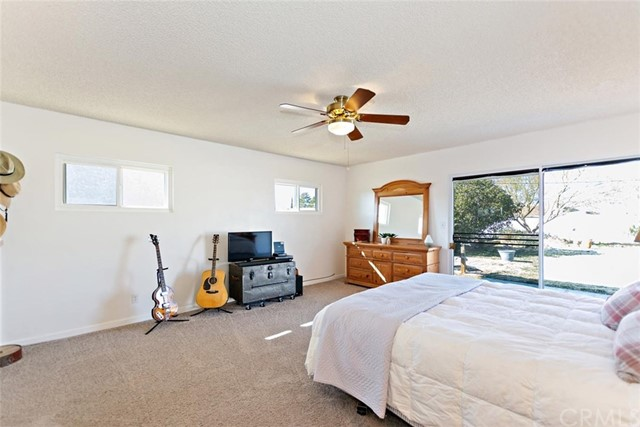 16498 Villa Drive, Victorville CA: http://media.crmls.org/medias/3f71b49e-a867-42c5-90d6-e4e0d6f4775f.jpg