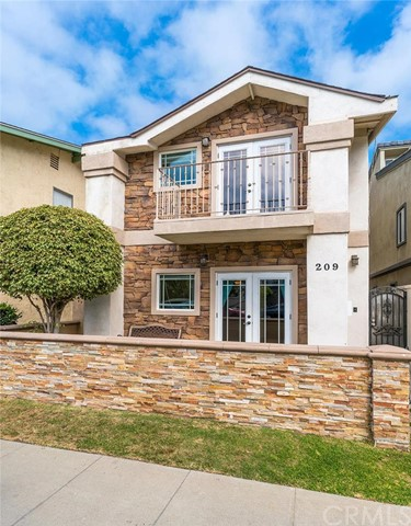 Single Family Home for Sale at 209 7th Street Huntington Beach, California 92648 United States