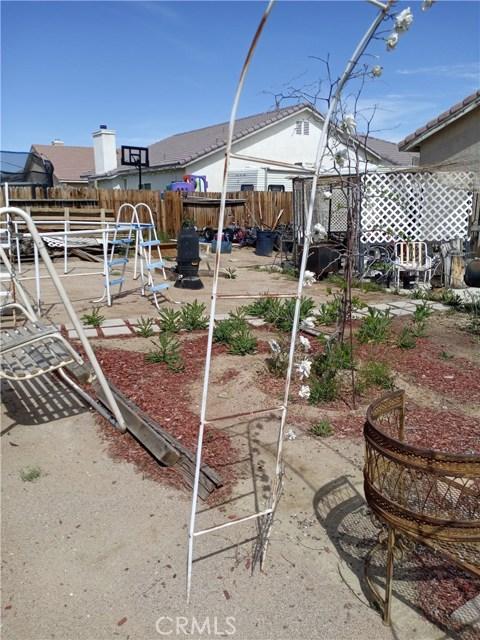 13997 Luna Road, Victorville CA: http://media.crmls.org/medias/3f8345d7-277d-4480-ba64-4d87e6d6c84b.jpg