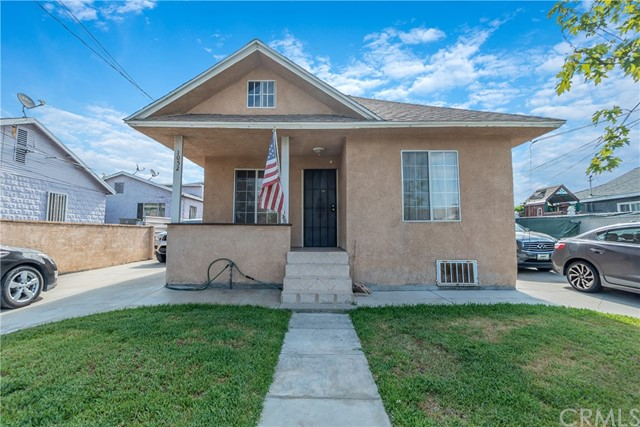 1052 S Townsend Avenue, East Los Angeles CA: http://media.crmls.org/medias/3f940b93-a52d-49fa-9ee9-227f4da5a01c.jpg