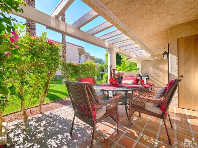 Condominium for Sale at 505 Farrell Drive Unit H43 505 Farrell Drive Palm Springs, California 92264 United States