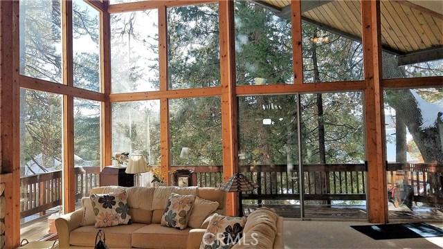 238 Shasta Drive, Lake Arrowhead CA: http://media.crmls.org/medias/401a89e6-d696-4bb0-8dc7-35e3b87ee18a.jpg