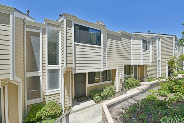 17 Seamist Court 29 Newport Beach, CA 92663 is listed for sale as MLS Listing PW18111391