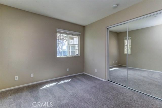 6250 Isidora Lane, Eastvale CA: http://media.crmls.org/medias/402b5ed4-7974-4544-be92-f6b01f3f1376.jpg