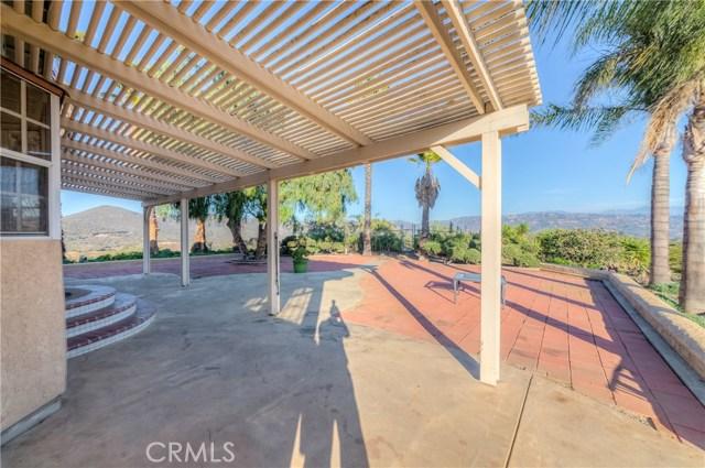 764 Rainbow Hills Road, Fallbrook CA: http://media.crmls.org/medias/4037246b-9683-4024-a8f6-82780332b080.jpg