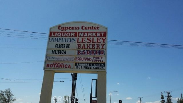 8145 Cypress Avenue, Fontana CA: http://media.crmls.org/medias/40459be0-40ee-4c1f-a419-8c5e3e20f838.jpg