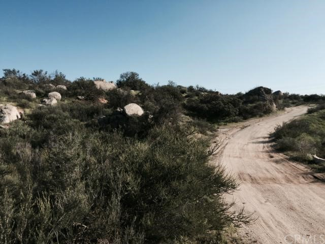 22 Minton Road, Homeland CA: http://media.crmls.org/medias/406e7c9b-7f8c-4f36-9395-48626c4a256d.jpg