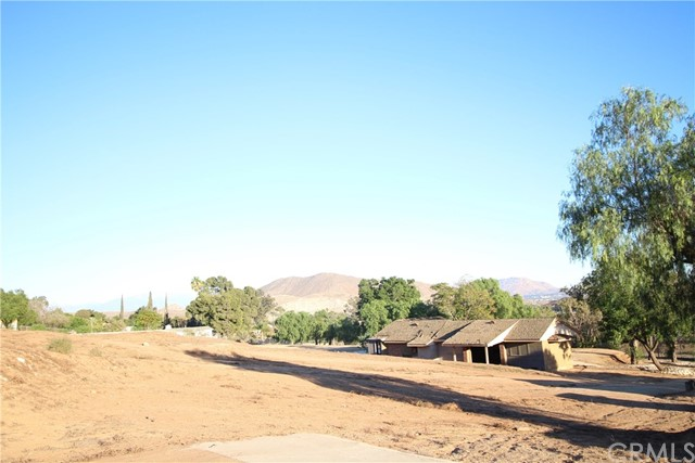 3791 Scenic Drive, Riverside CA: http://media.crmls.org/medias/40906abc-6235-48a8-8611-6b520598023e.jpg