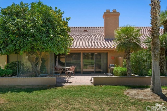 77626 Woodhaven Drive, Palm Desert CA: http://media.crmls.org/medias/409503a9-fec9-4c4b-b19a-1962ea2ad6fa.jpg