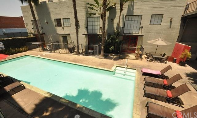 420 S San Pedro Street, Los Angeles CA: http://media.crmls.org/medias/40968747-0929-47d8-8a7b-1c969448108a.jpg