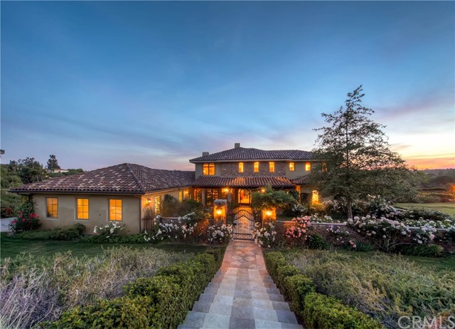 Single Family Home for Sale at 10 Golden Meadow Lane Fallbrook, California 92028 United States