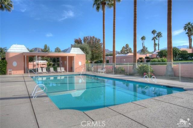 47043 Arcadia Lane, Palm Desert CA: http://media.crmls.org/medias/40d9fd65-3238-4f33-84ba-0a5d338f39a6.jpg
