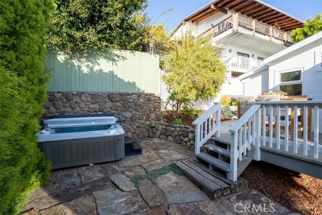 274 Upland Road, Laguna Beach CA: http://media.crmls.org/medias/40ea0e46-5463-4faa-9373-fe7eeec5986b.jpg