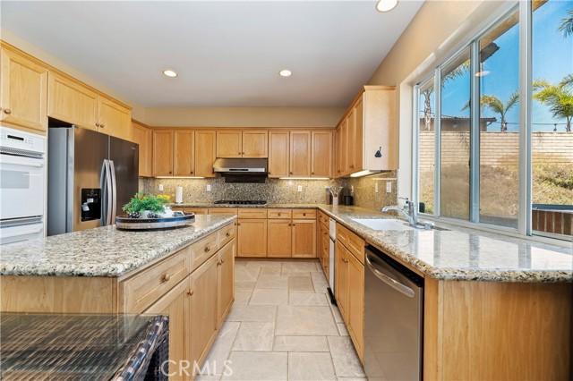 16262 Skyridge Drive, Riverside CA: http://media.crmls.org/medias/40ef251d-e5c1-44ce-8c6b-85ca542ae238.jpg