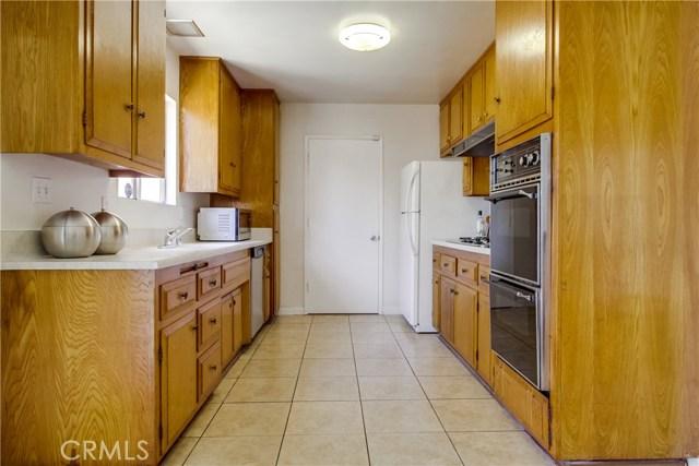 9009 Oneida Avenue, Sun Valley CA: http://media.crmls.org/medias/410e45e5-e297-431b-afda-f78cdc18e8b7.jpg