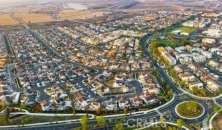 116 Spectacle, Irvine CA: http://media.crmls.org/medias/4116c54b-6d70-4758-aa96-53281dbbaee2.jpg
