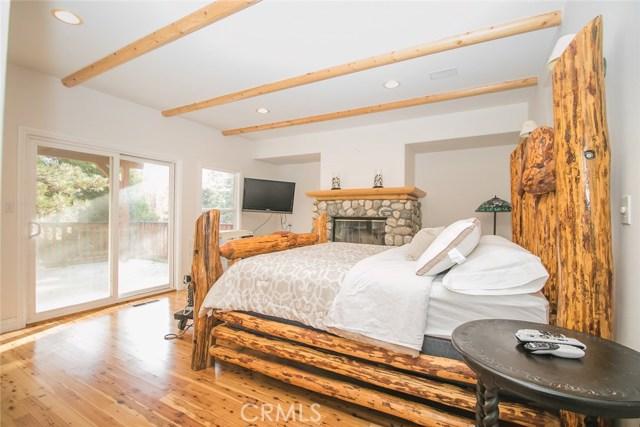 27263 Bernina Drive, Lake Arrowhead CA: http://media.crmls.org/medias/41196cd7-77ba-41f5-a66d-ab1207d9169d.jpg