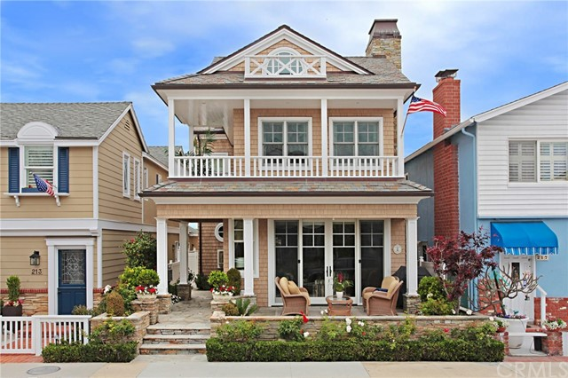 215 Amethyst Avenue, Newport Beach, CA 92662