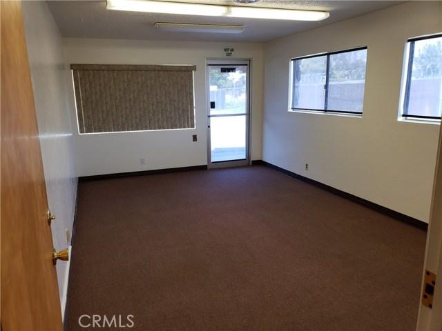 2060 3rd Street, Oroville CA: http://media.crmls.org/medias/4143e641-346c-4a8f-ae42-672c3989c321.jpg