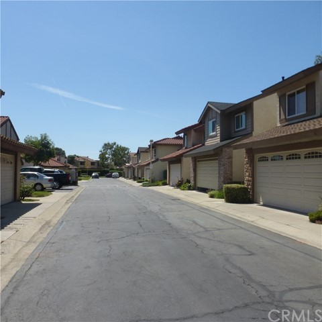 625 Doral Street, Ontario CA: http://media.crmls.org/medias/414420e0-627e-4c56-bd08-6113bf2664c0.jpg