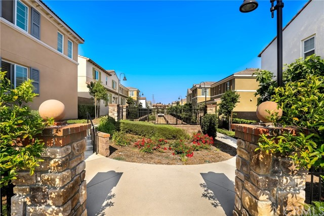 9363 Bistro Place, Rancho Cucamonga CA: http://media.crmls.org/medias/41577cf1-b6bd-4792-b8f3-c9b98973225c.jpg