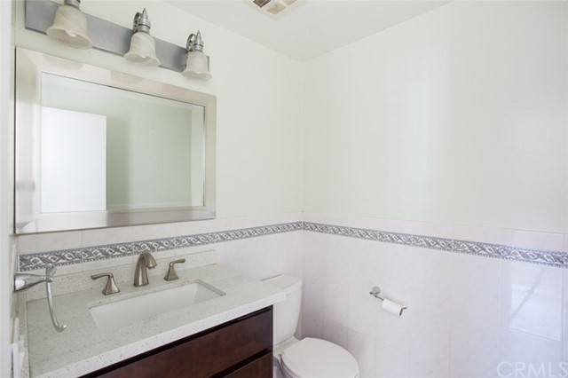卧房个数: 6, 浴室个数 : 2.5
