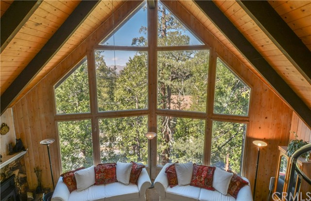 527 Rainier Road, Lake Arrowhead CA: http://media.crmls.org/medias/41a262c8-01d3-40db-9bd8-e32e1464a745.jpg
