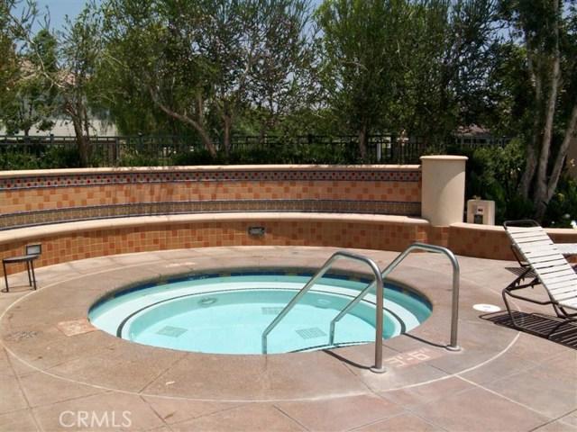 107 Waterman, Irvine CA: http://media.crmls.org/medias/41b352c3-1645-497c-934f-7ab68ebb5790.jpg