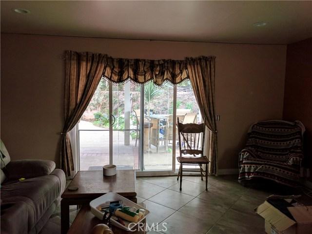 632 E Raborn Street, San Dimas CA: http://media.crmls.org/medias/41c0fabe-3236-4a10-ac4c-16269eb2a68b.jpg