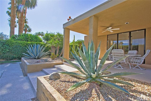 1350 Marion Way, Palm Springs CA: http://media.crmls.org/medias/41c47581-9a93-41df-ae46-5093f999f15c.jpg