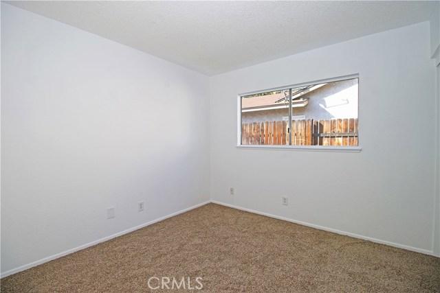 4905 Lakewood Drive, San Bernardino CA: http://media.crmls.org/medias/41e282df-c777-4560-9100-06f389a38328.jpg