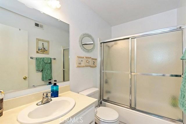 1465 Fernando Avenue, Upland CA: http://media.crmls.org/medias/41ee9eef-e9a6-4870-b215-cc1bc721622c.jpg