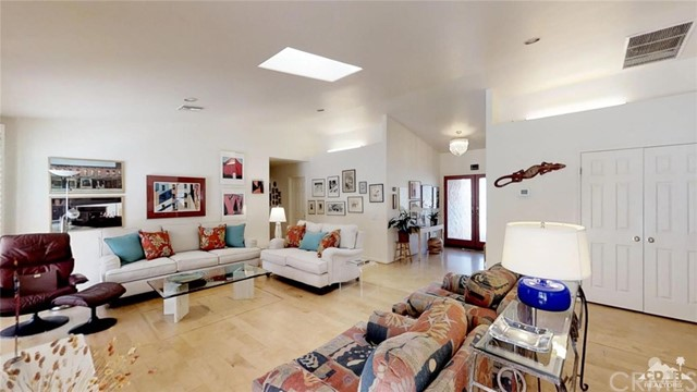 73181 Skyward Way, Palm Desert CA: http://media.crmls.org/medias/41f19052-ee21-4005-830e-9b27d7119e61.jpg