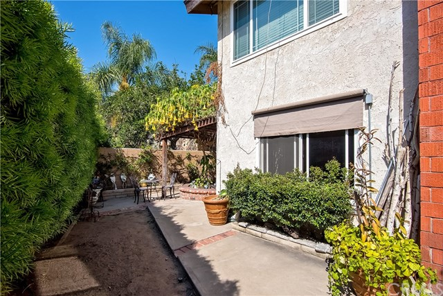 194 N Quail Lane, Orange CA: http://media.crmls.org/medias/4200460c-16fd-4bda-bc6f-d620c9c98402.jpg